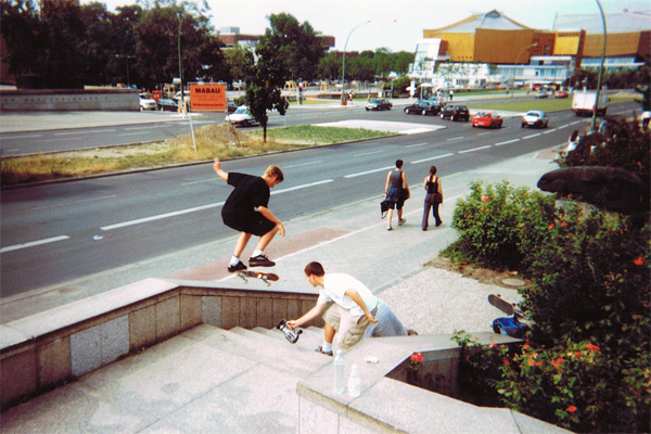 Henry (nosegrind) and Arto Saari (nollie flip noseslide), 1999. Photos Charlie Graley.